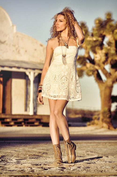 http://photos.modelmayhem.com/photos/161103/11/581b7c79d59a7.jpg