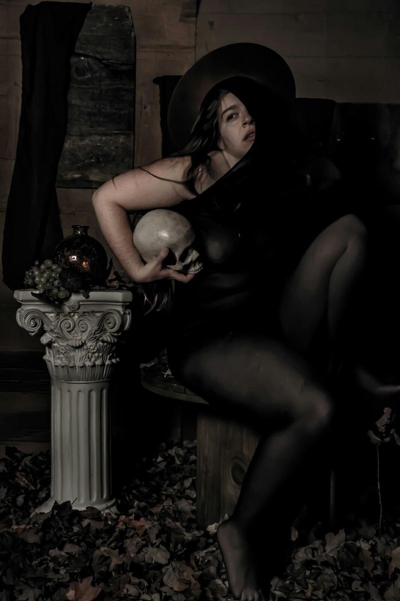 Female model photo shoot of Rhodanthe by Nefarious Studios