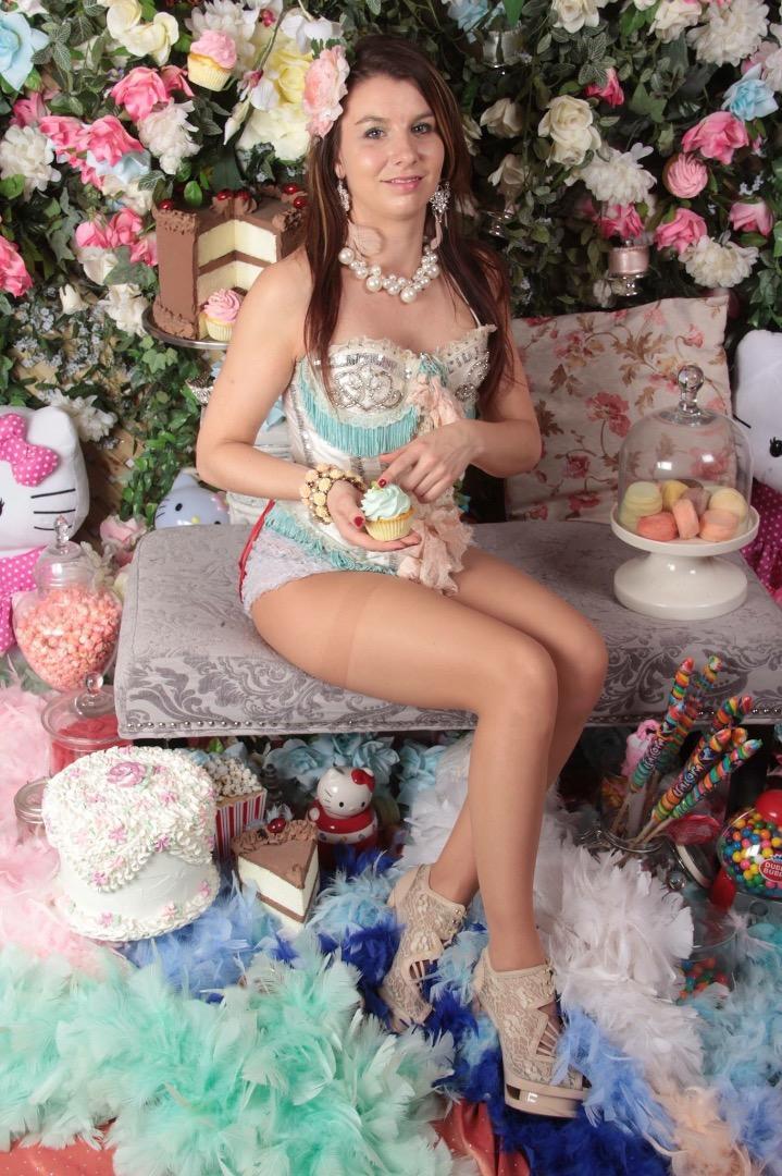 Female model photo shoot of Caroline Fillion Mua