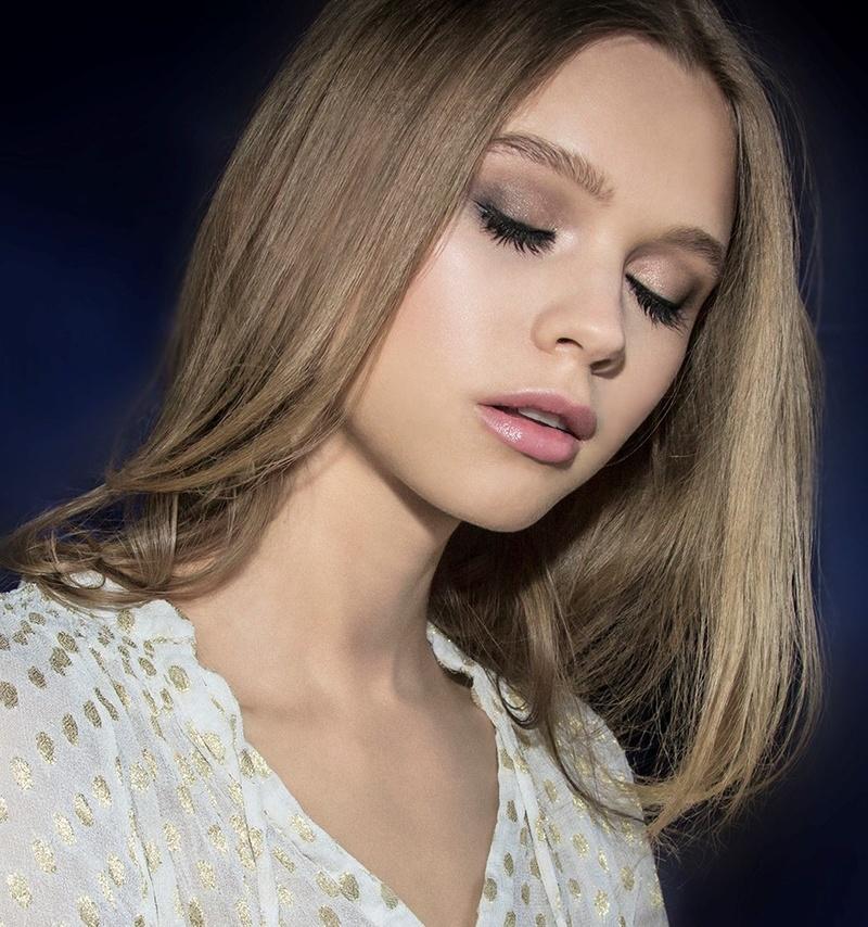 Female model photo shoot of Jo-elizabeth