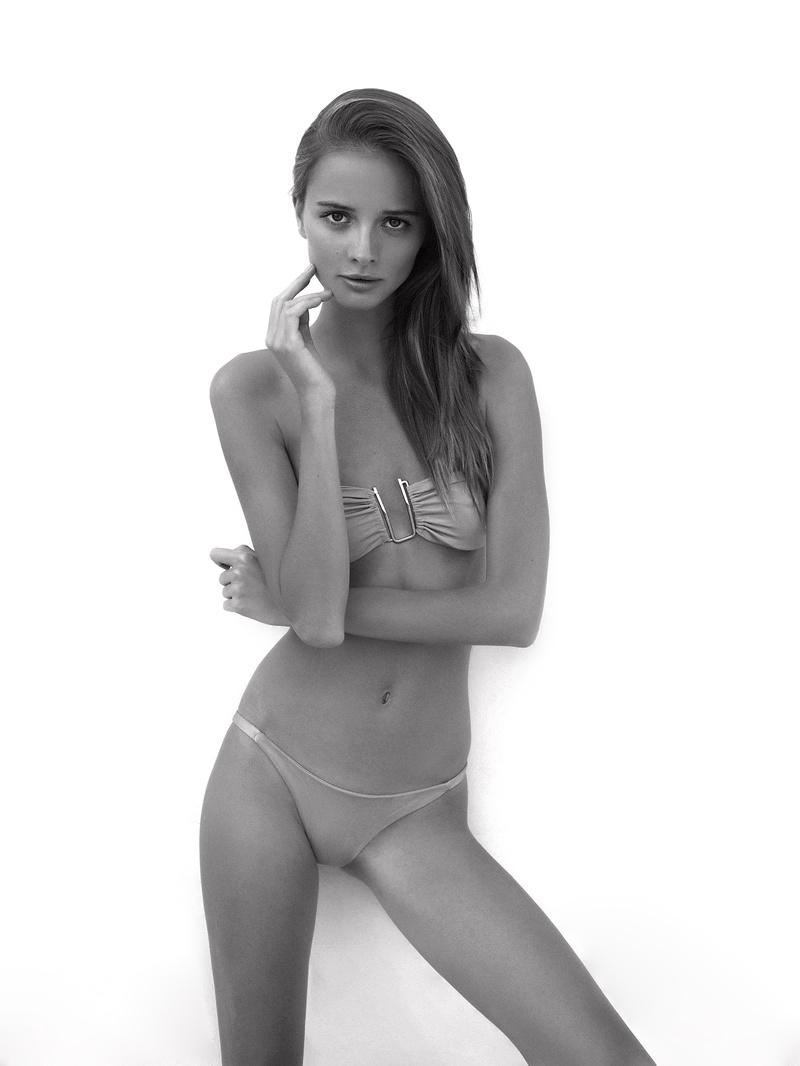 Female model photo shoot of krisss-b