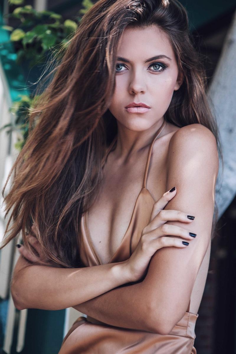 Female model photo shoot of Elizabeth Marochok