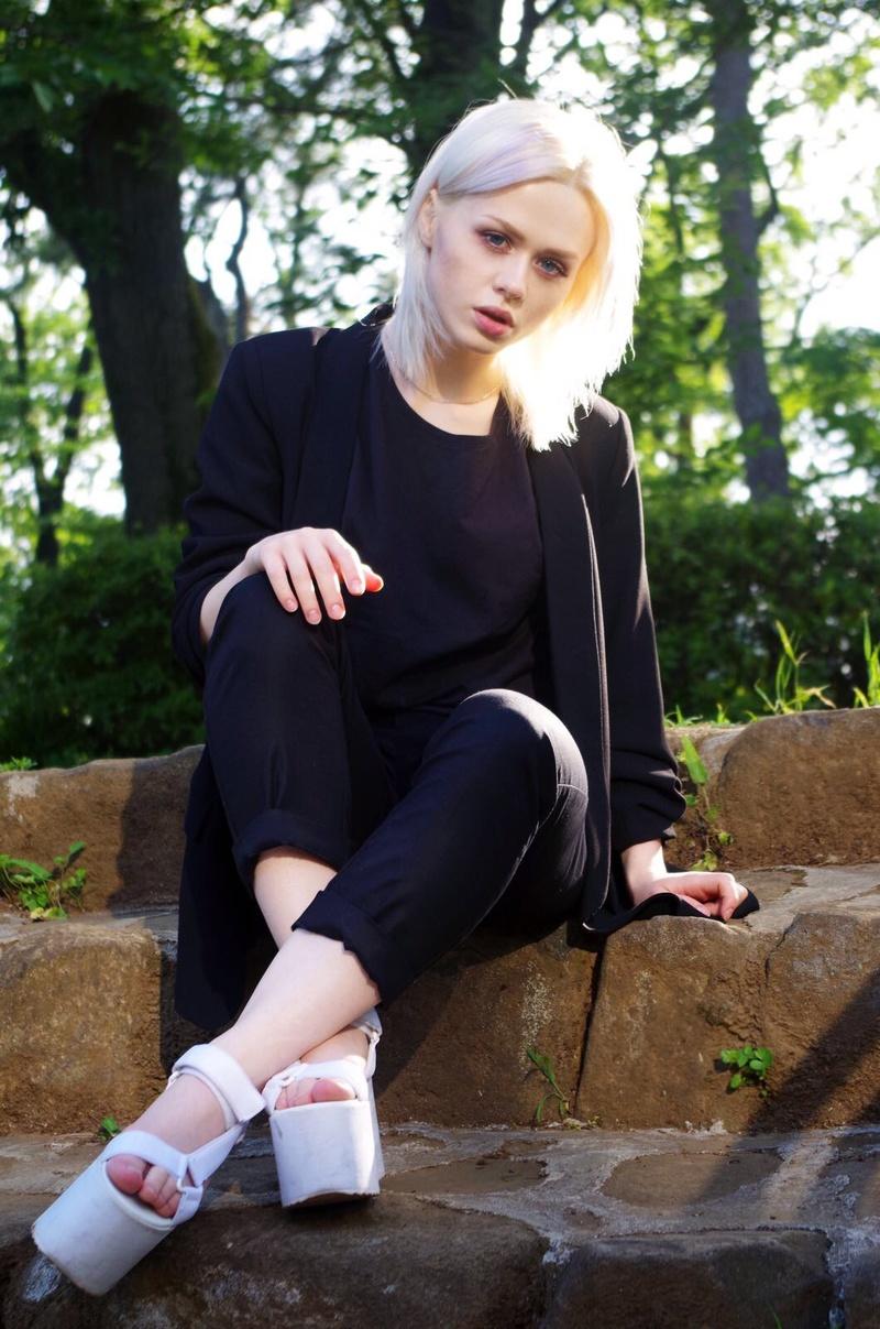 Female model photo shoot of NJulia