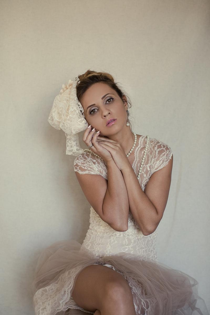 Female model photo shoot of Oksana Kami