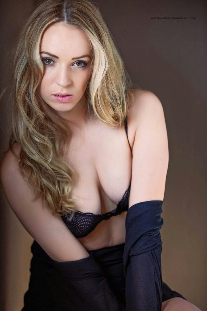 Female model photo shoot of Cassie Garritty