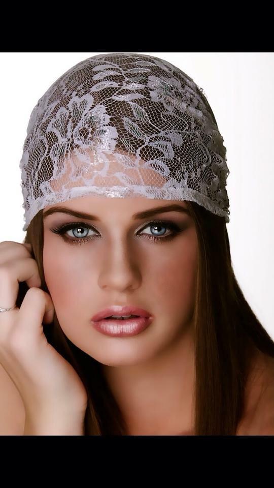 Female model photo shoot of ellie wright