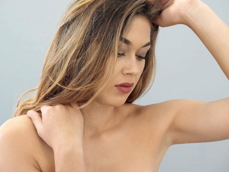 Female model photo shoot of Nadiaking