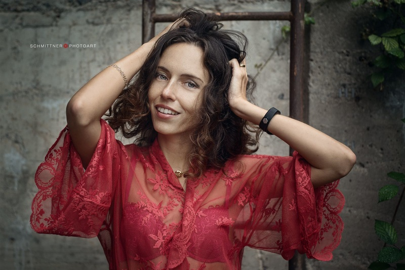 Female model photo shoot of Julia Petrova