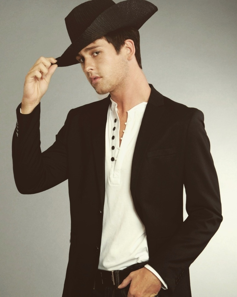 Male model photo shoot of Drew Batchelor