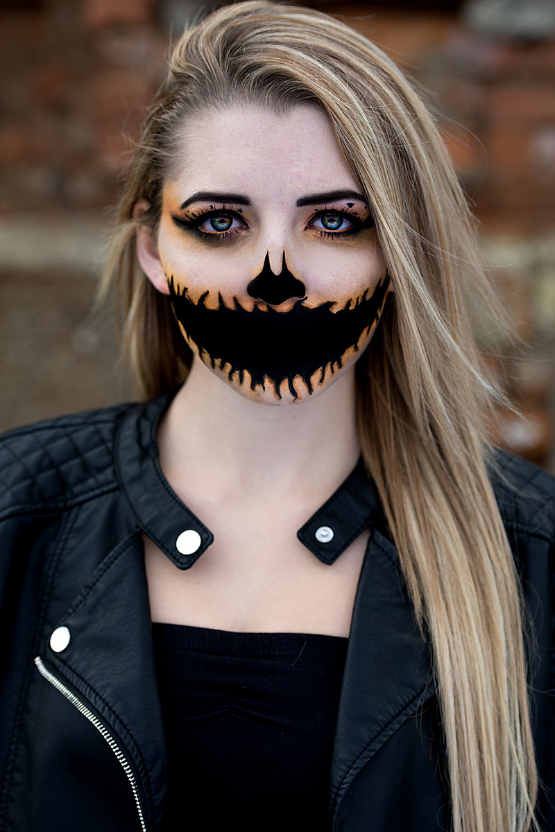 Female model photo shoot of Sydney Cruze