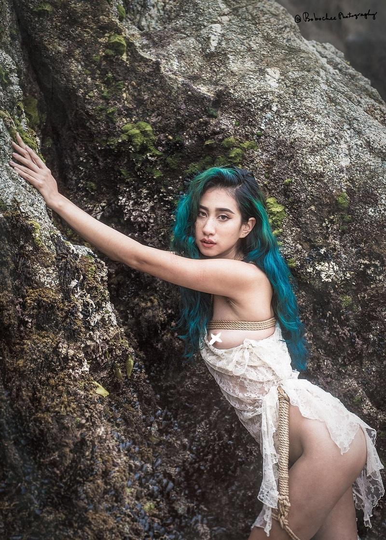 Female model photo shoot of FreyaLovely