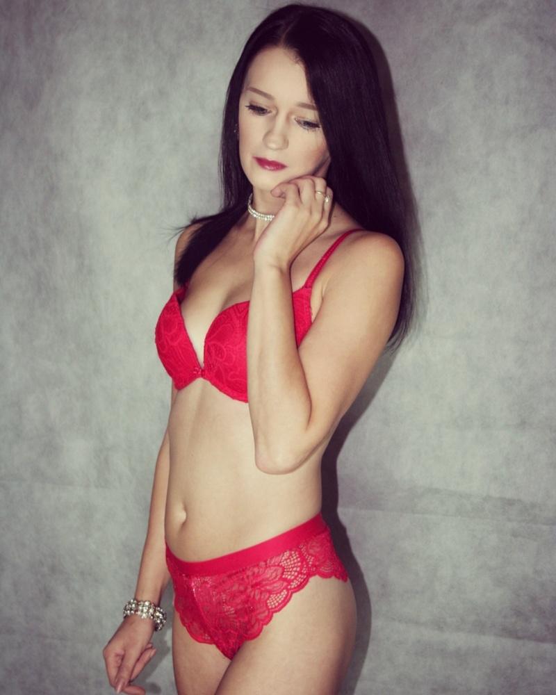 Female model photo shoot of xclairelouisex