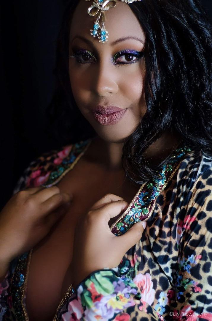 Female model photo shoot of Quania Jones