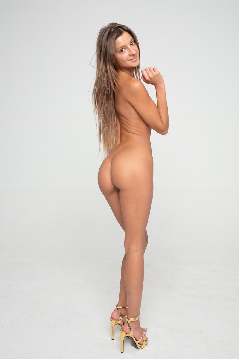 Female model photo shoot of MelenaMariaRya