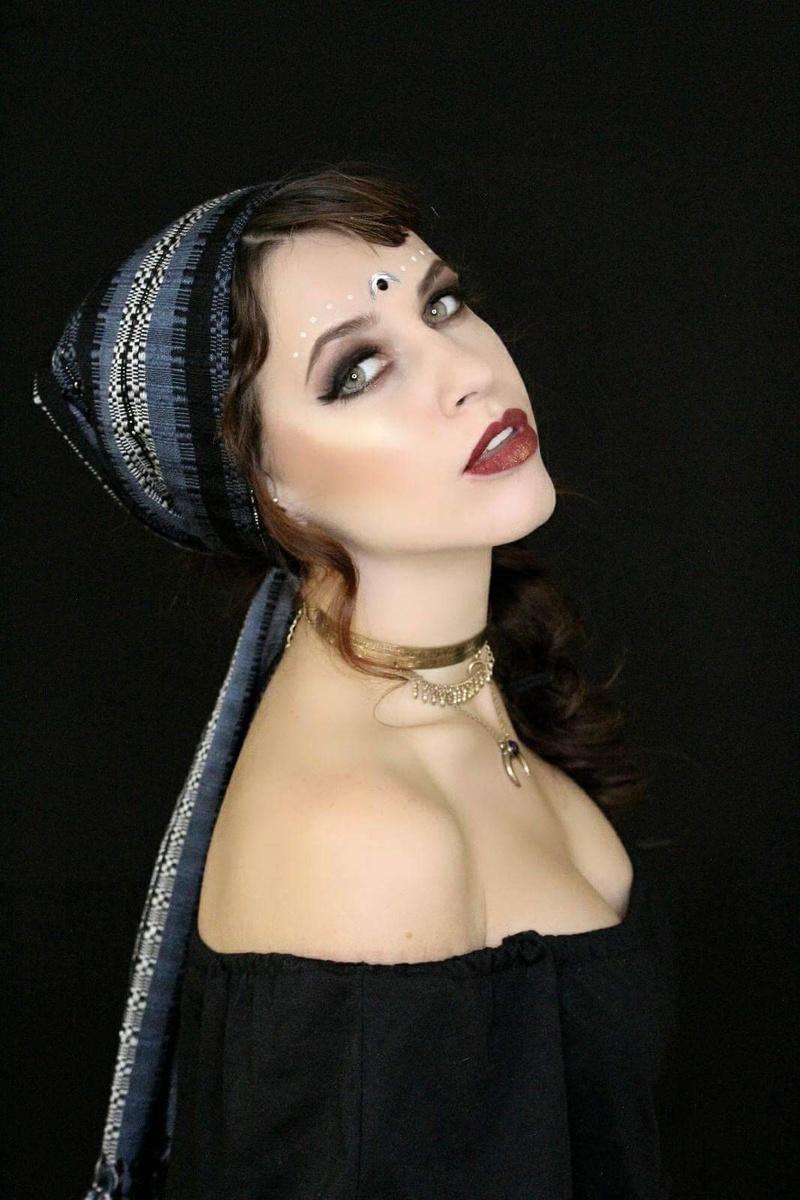 Female model photo shoot of Rachel Clugston