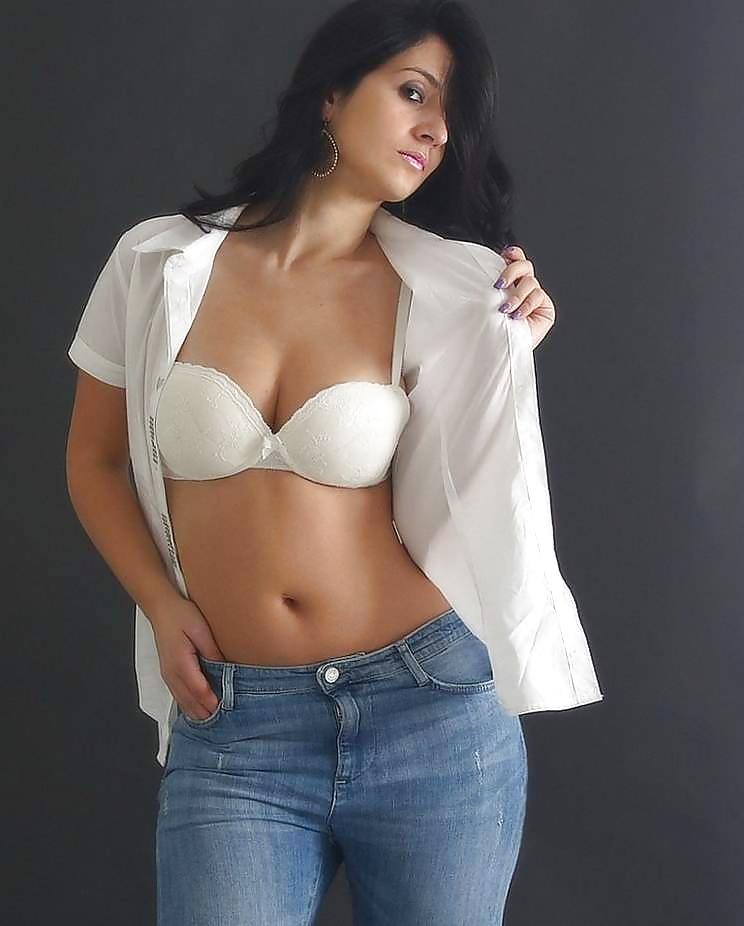 Female model photo shoot of Samprita