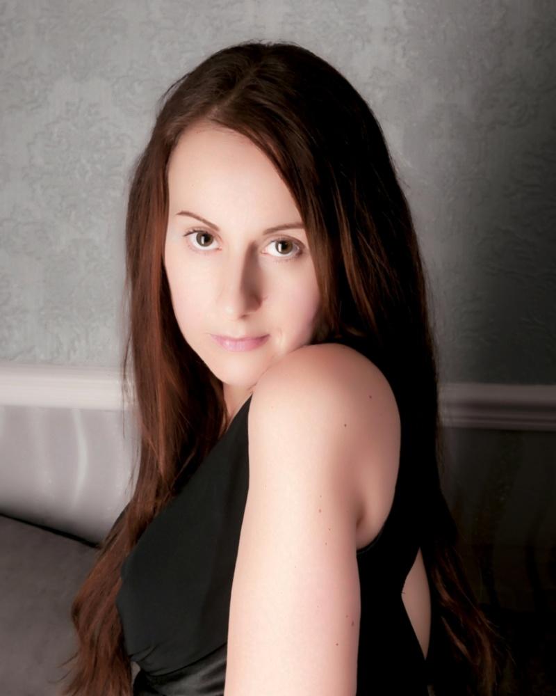 Female model photo shoot of Miss sparkle