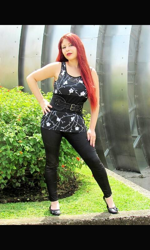 Female model photo shoot of Kath Synxthecia