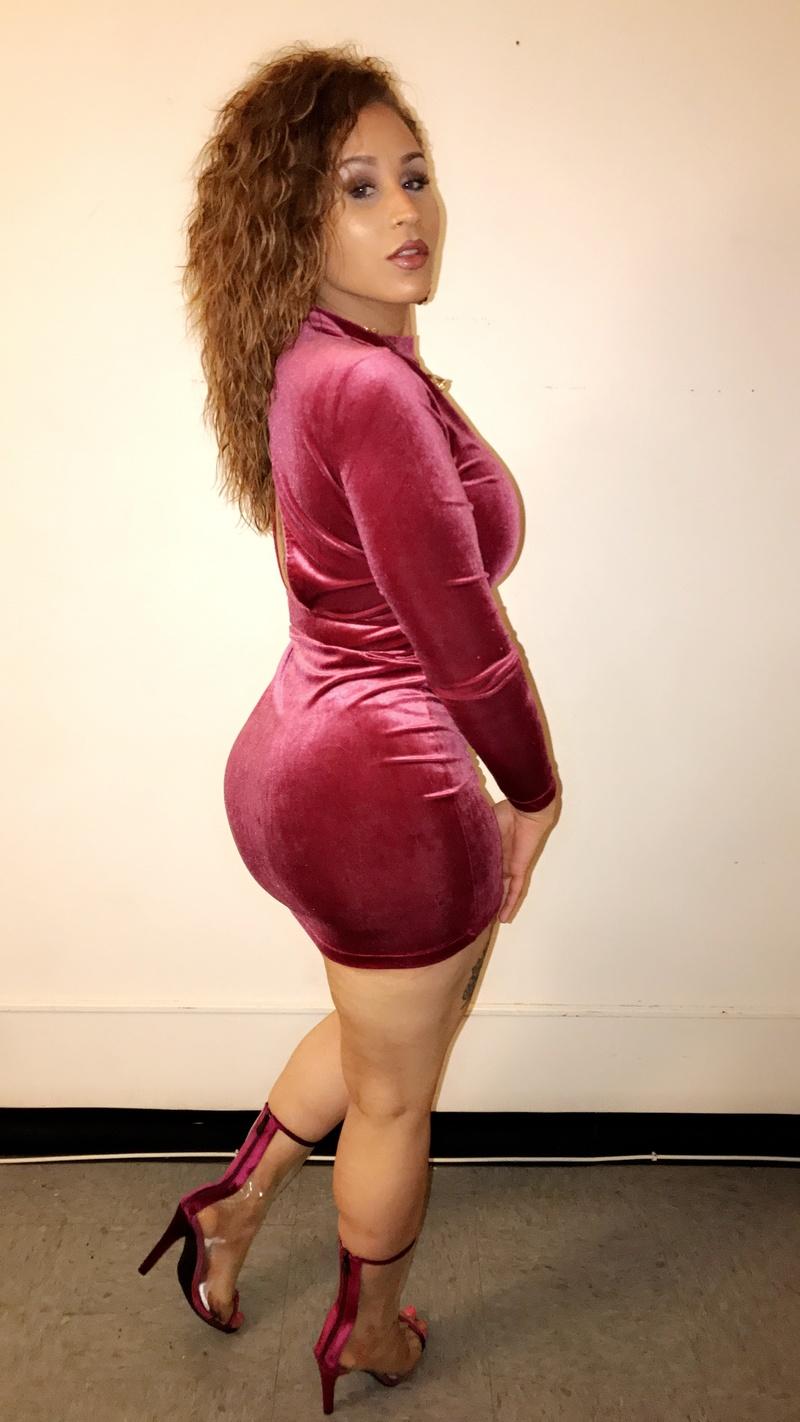 Female model photo shoot of ChunkyTatted