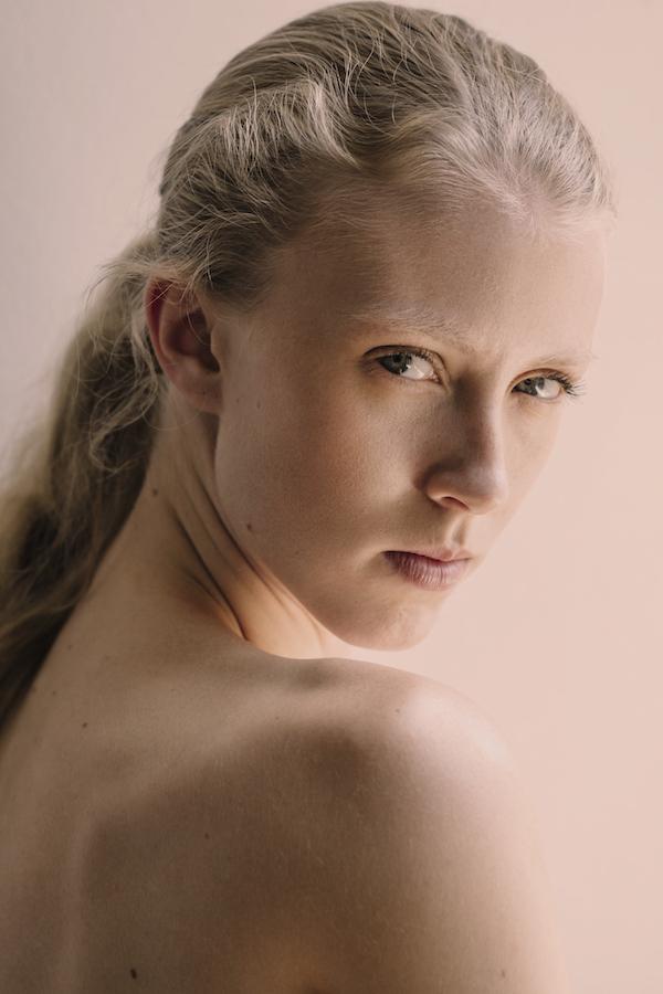 Female model photo shoot of Taylor Dean