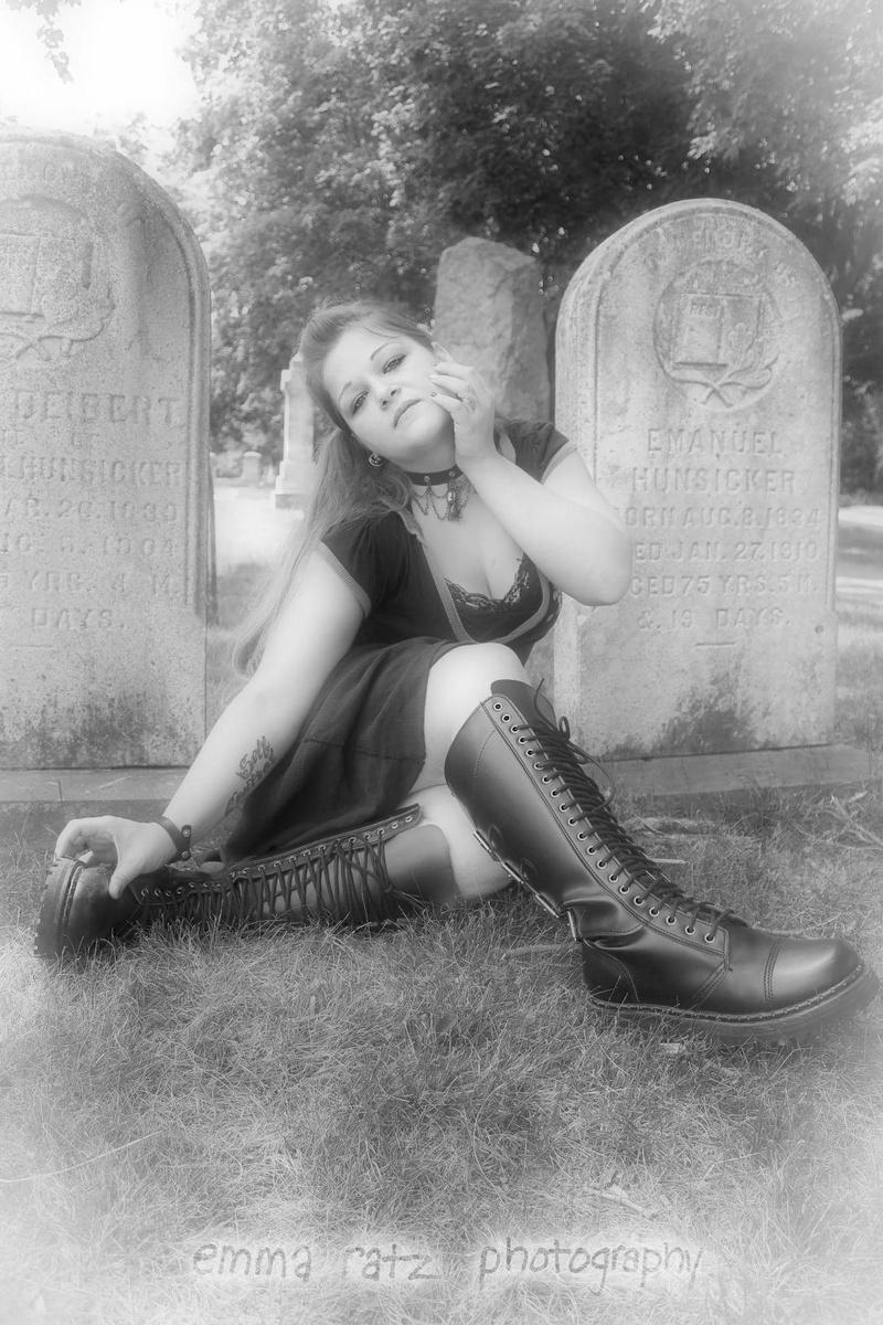 Female model photo shoot of Alyce Antoinette  by Emma Ratz Photography
