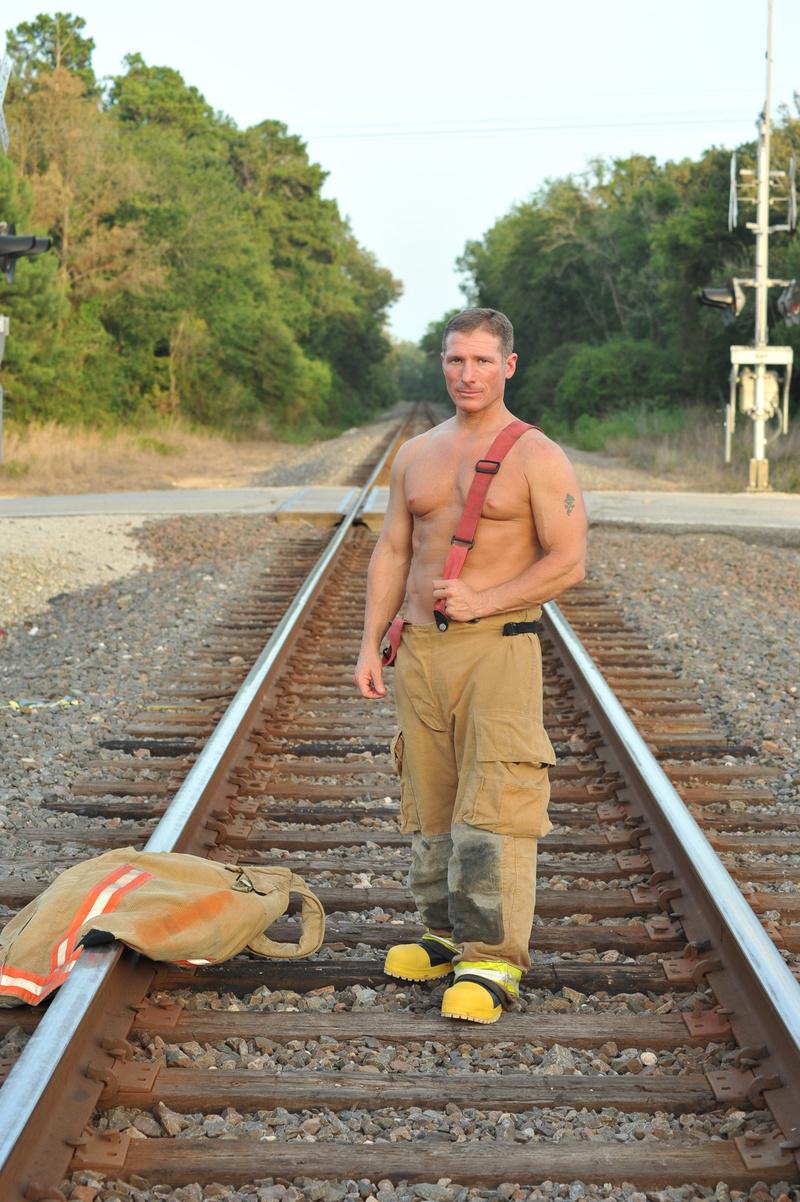 Male model photo shoot of Aaron Bond in Montgomery