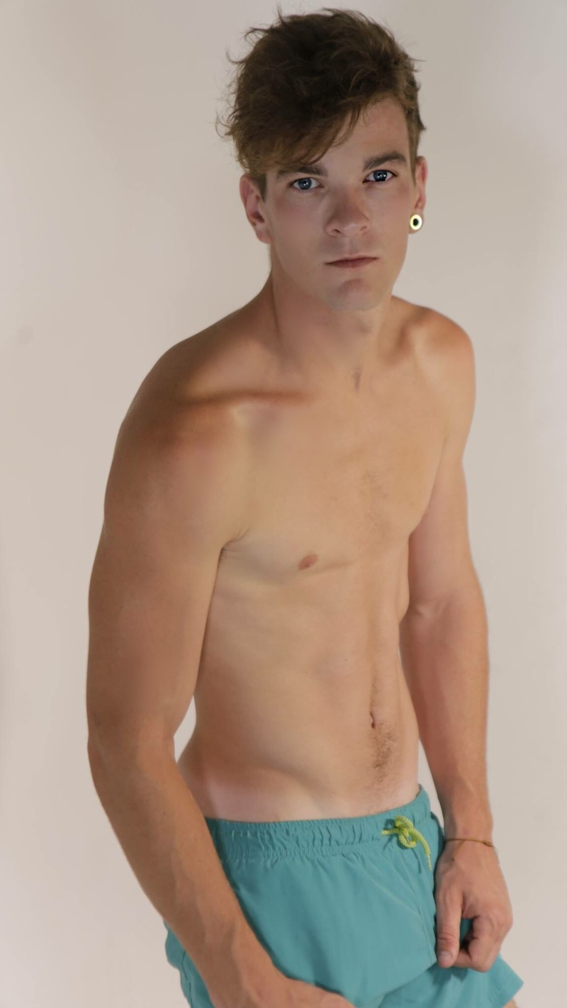 Male model photo shoot of Henry Green
