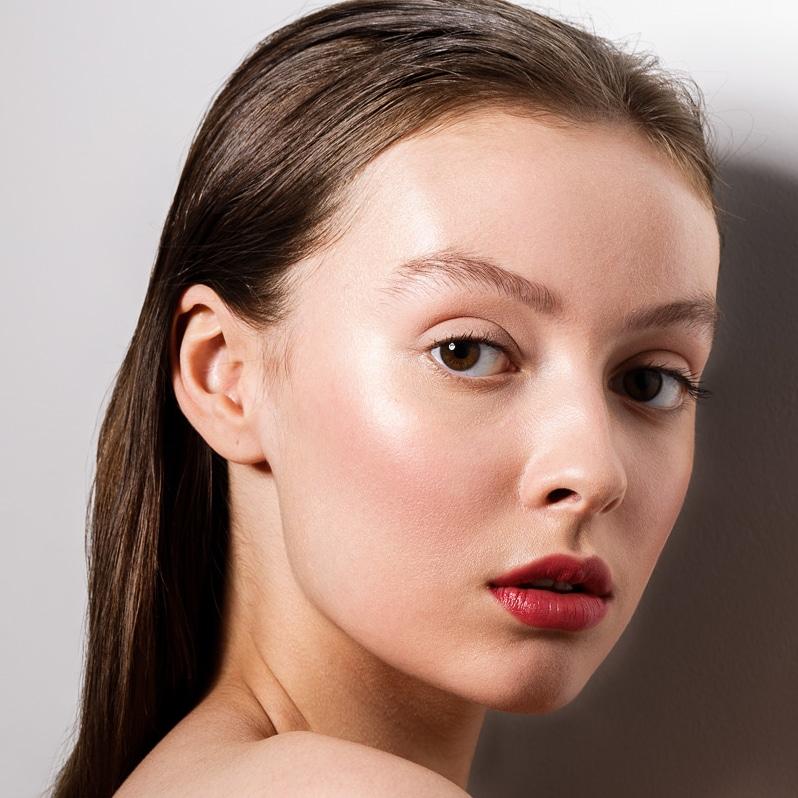 Female model photo shoot of Selen Hurer