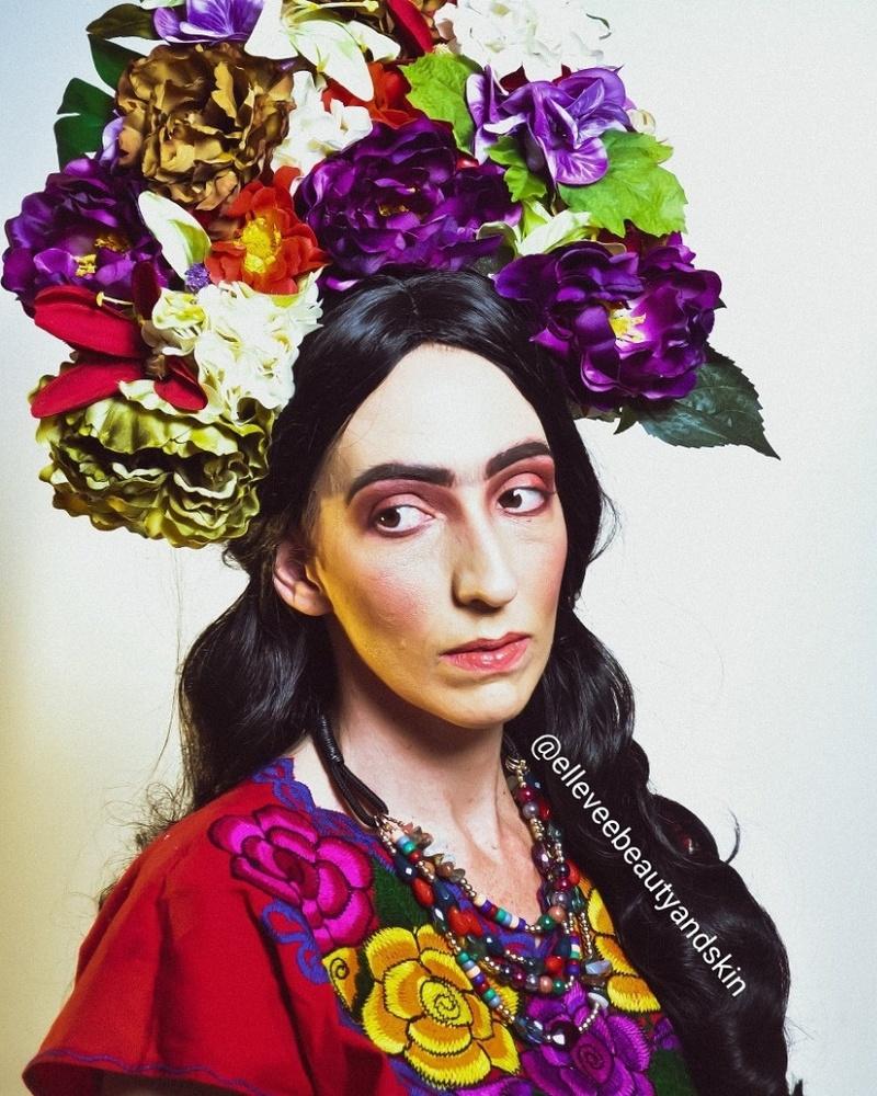 Female model photo shoot of Elleveebeauty