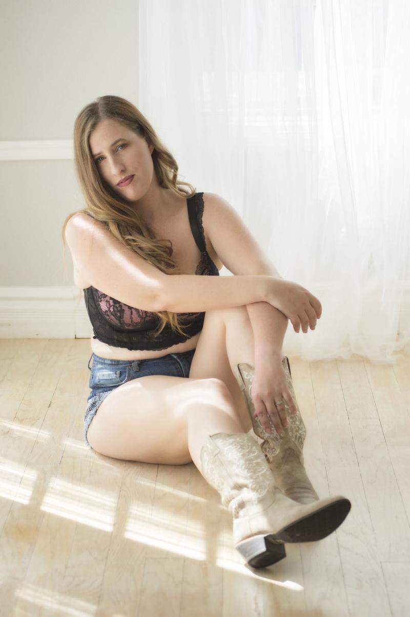 Female model photo shoot of Jesse Mudd