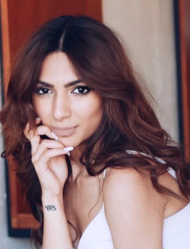 Female model photo shoot of Nairisha