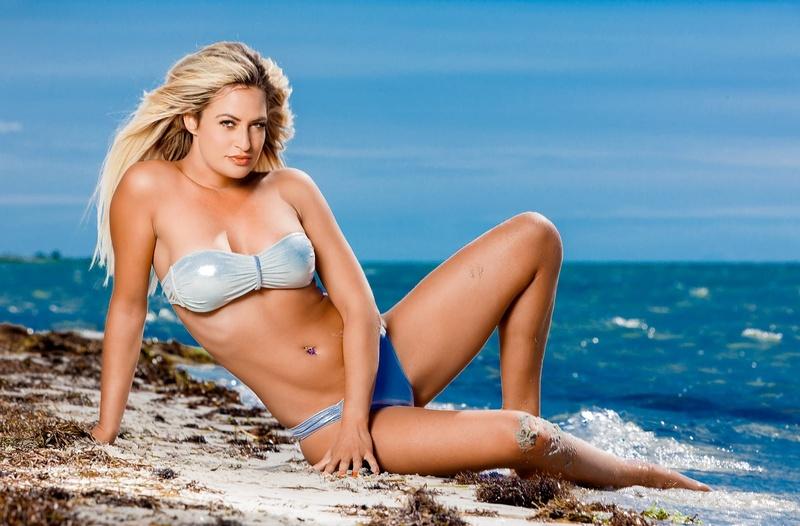 Female model photo shoot of NicoleVice13