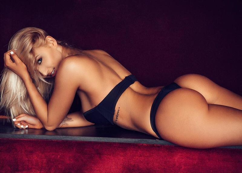 Female model photo shoot of Nayya