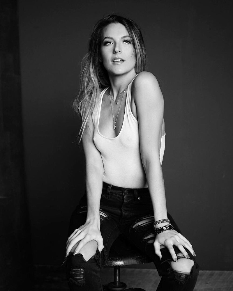Female model photo shoot of Tayler Byrd