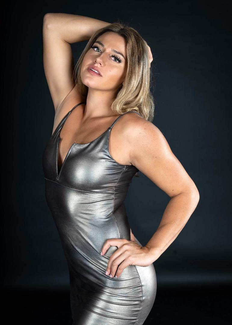Female model photo shoot of Rachlizzzy
