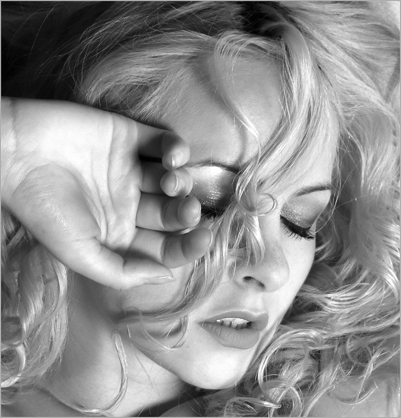 Female model photo shoot of Keira Lavelle