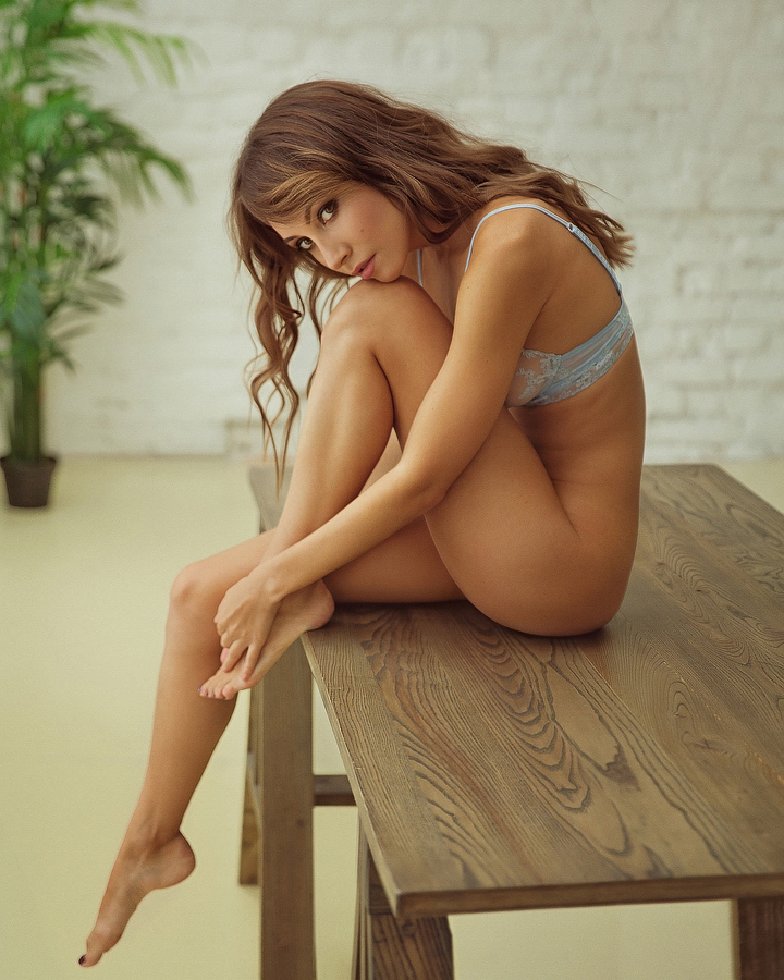 Female model photo shoot of Anna Venice