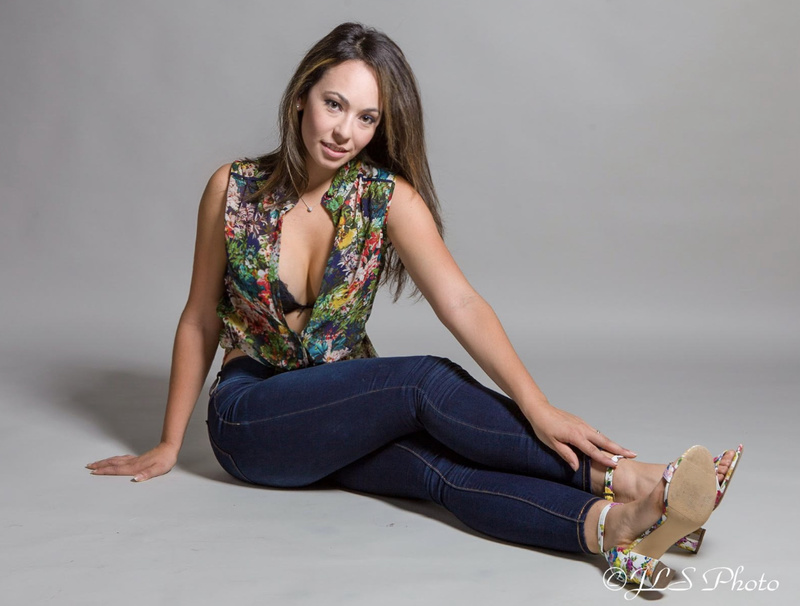 Female model photo shoot of RavenPetca