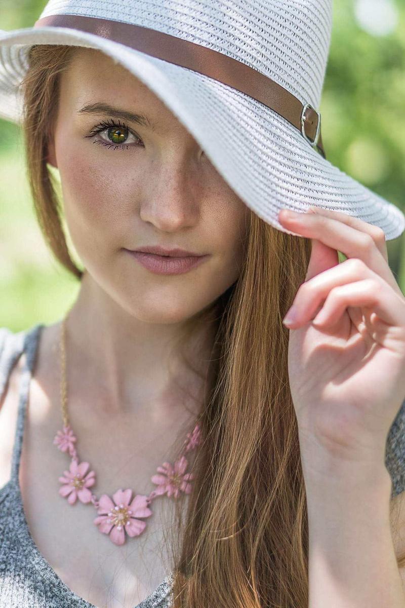 Female model photo shoot of Raymae19