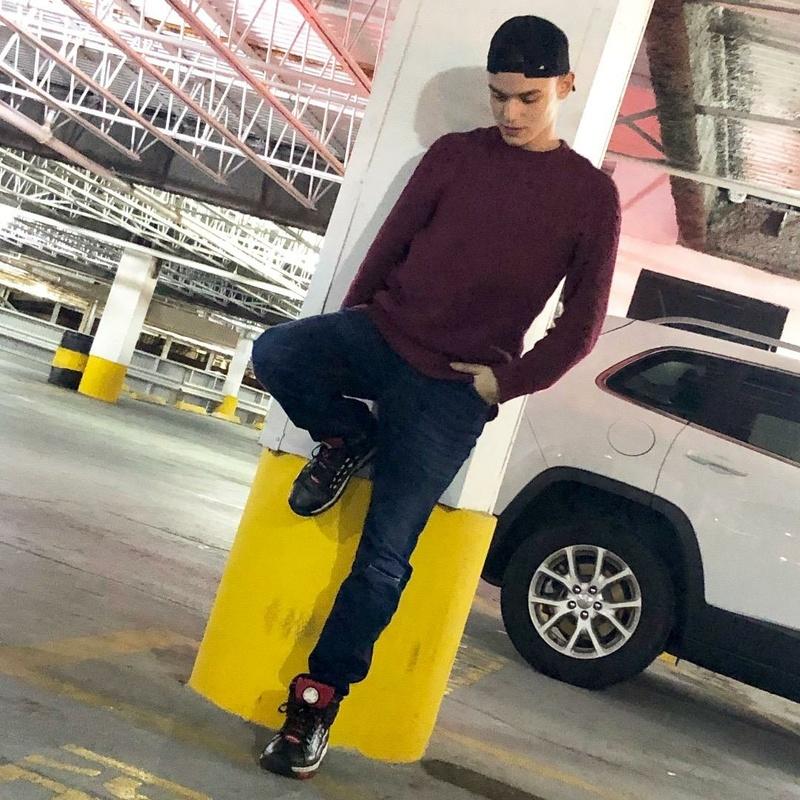 Male model photo shoot of Stevendelgadoo809