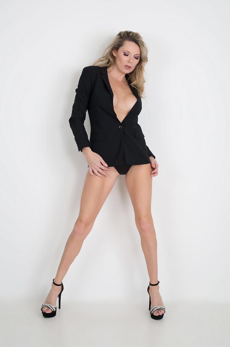 Female model photo shoot of Savannah Costello