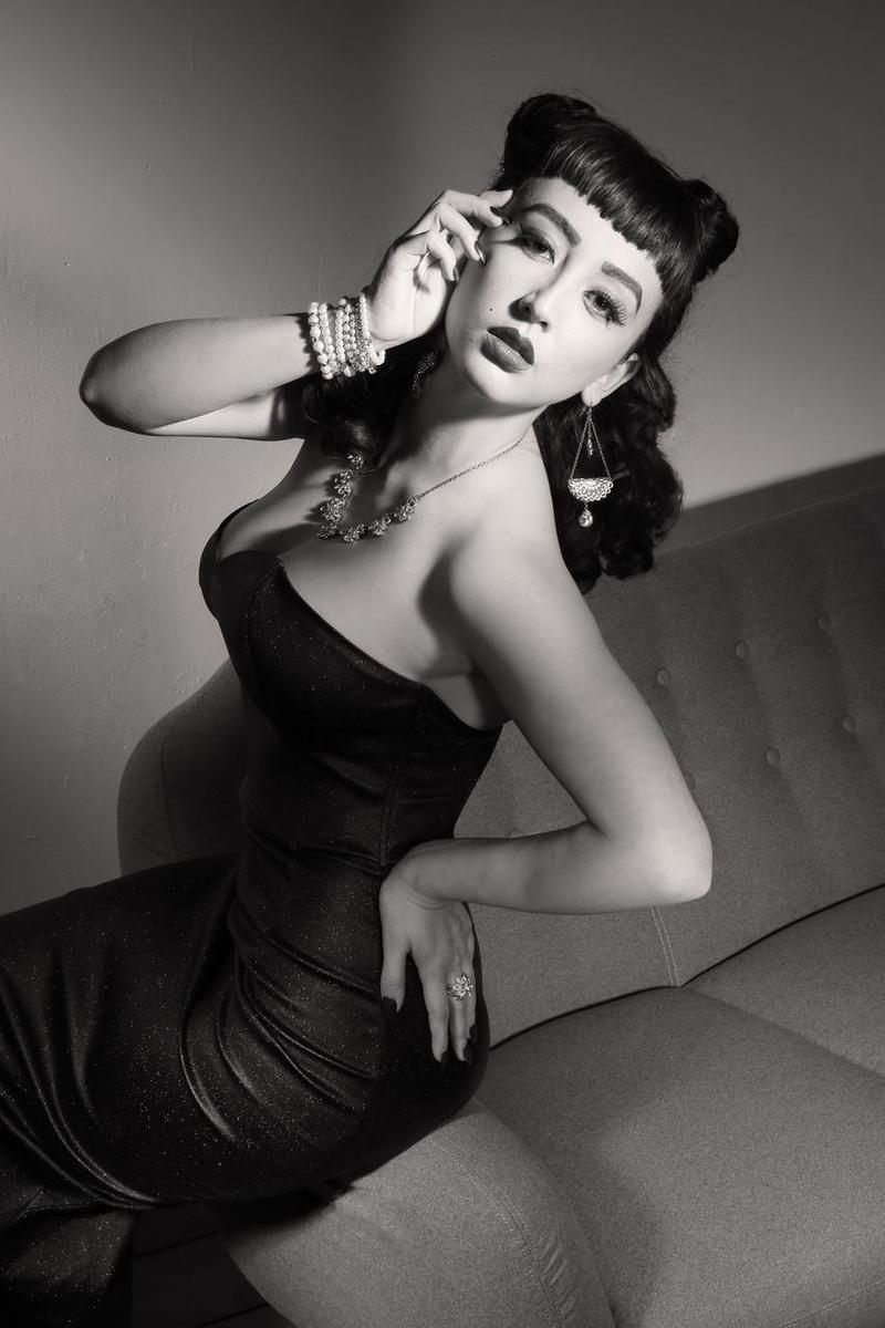 Female model photo shoot of Daphne Huynh
