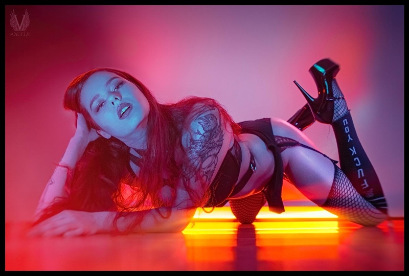 Female model photo shoot of Artemis Ravenna