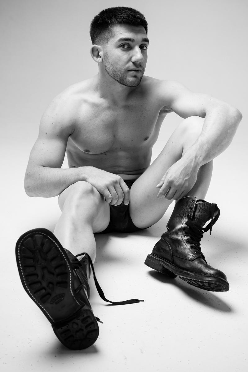 Male model photo shoot of uomo