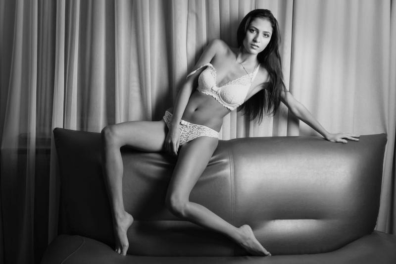 Female model photo shoot of karykary