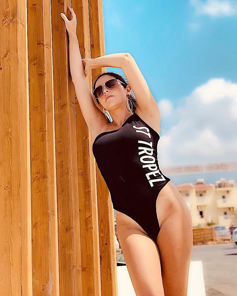 Female model photo shoot of Stephanie Ellen Almeida