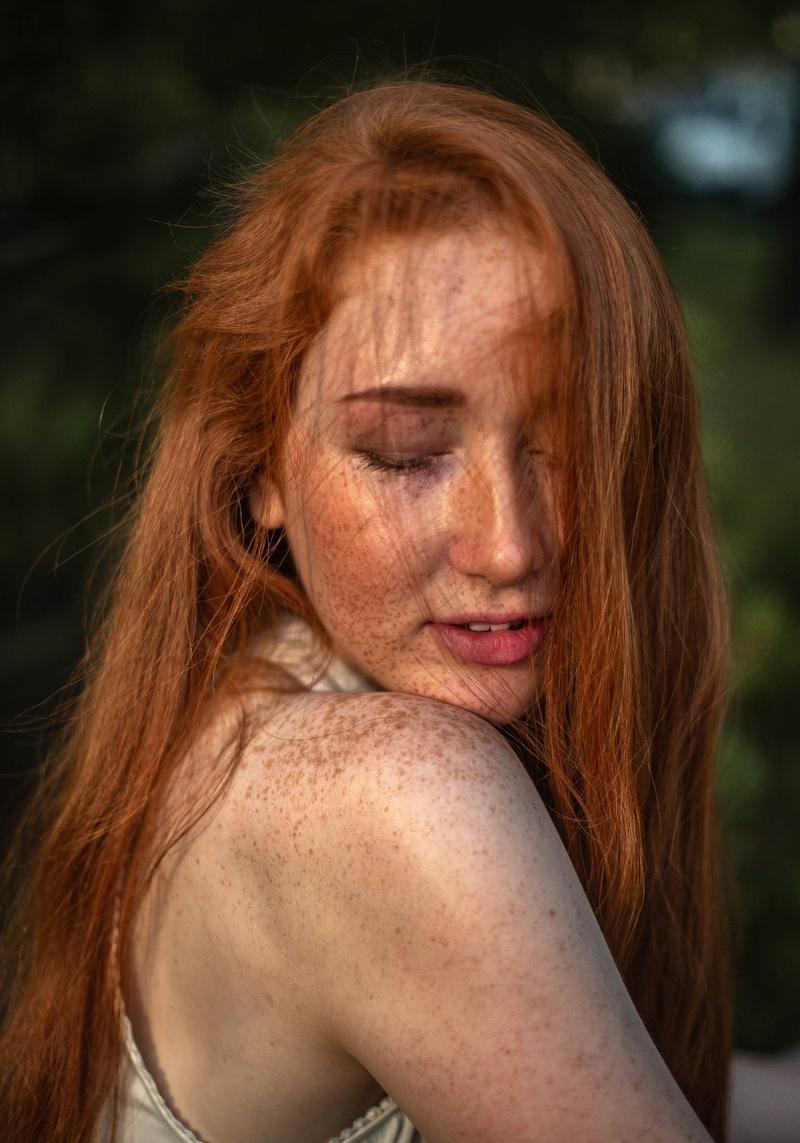 Female model photo shoot of Elibakunova