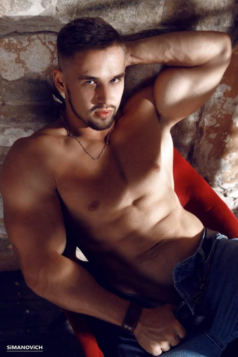 Male model photo shoot of Maximall