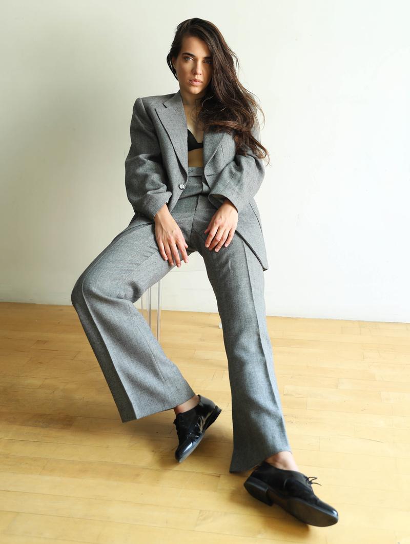 Female model photo shoot of Ellen007
