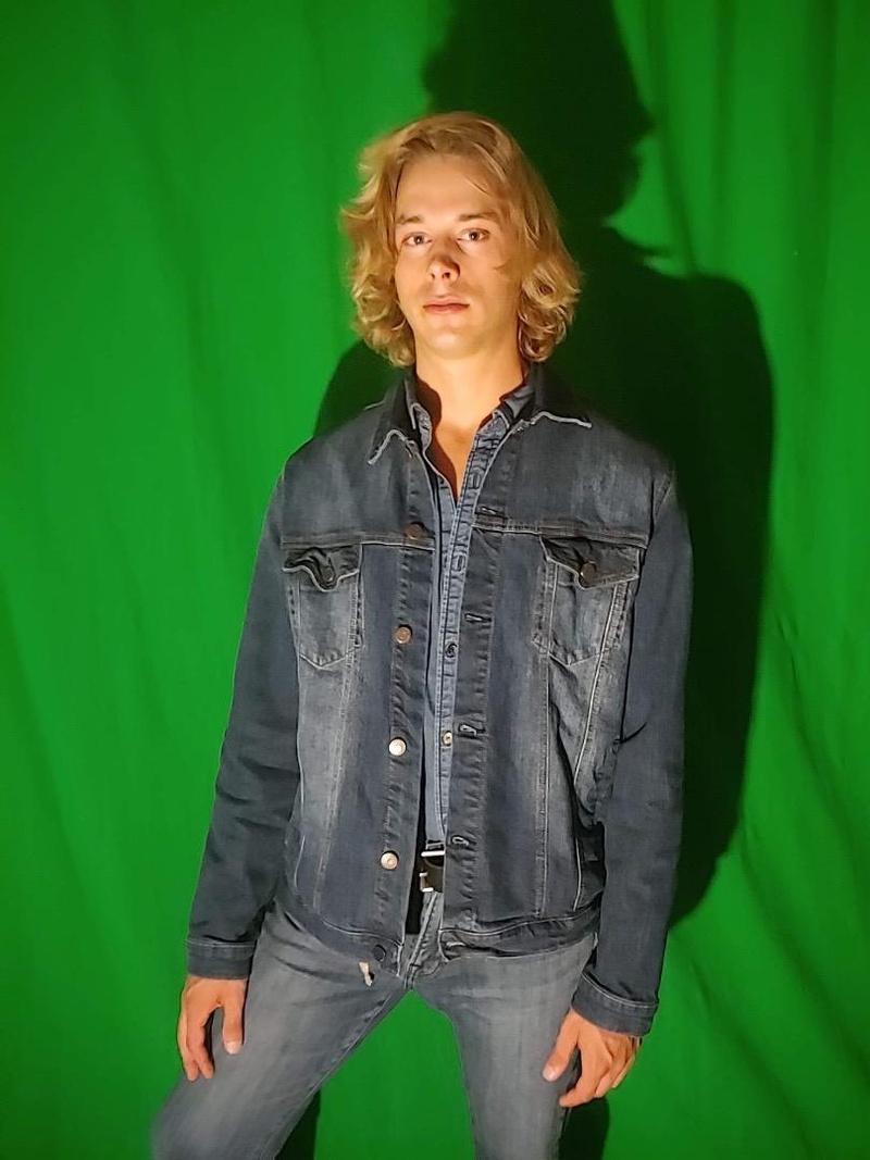 Male model photo shoot of Caydeon